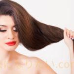 髪が伸びすぎた女性