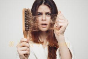 抜け毛が増えた女性アイキャッチ