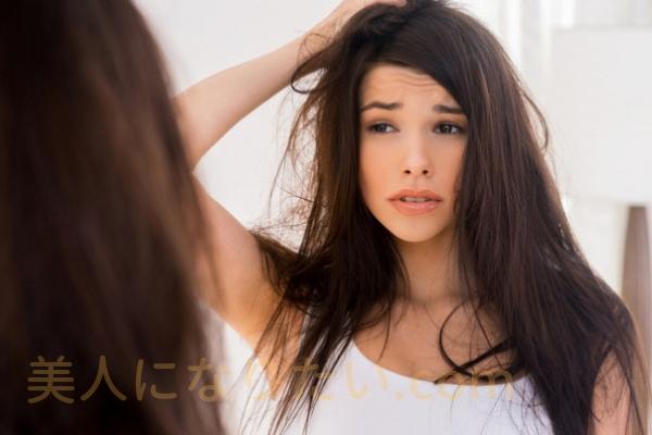 朝シャン髪が痛んだ女性