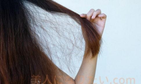 傷んだ髪の女性