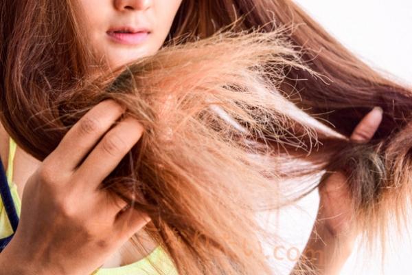 切れ毛に悩む女性