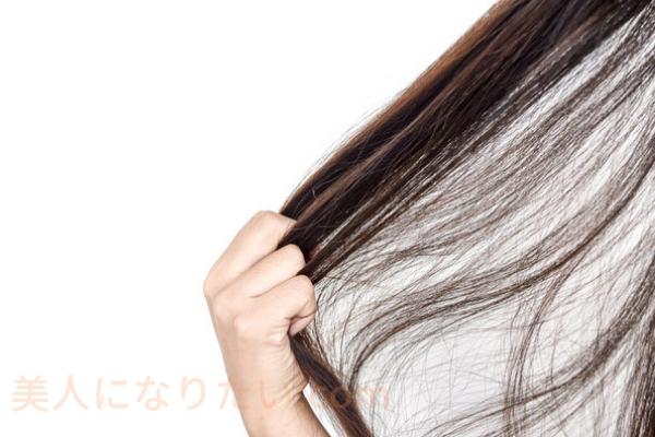 女性の太い髪の毛