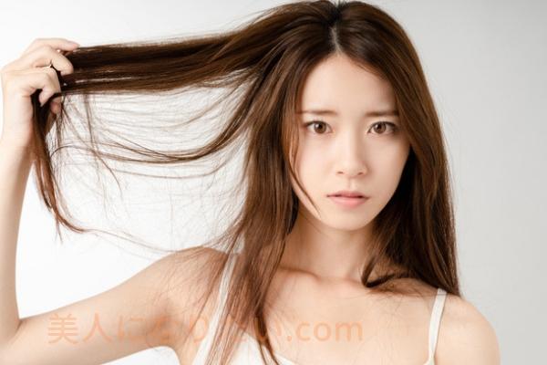 切れ毛を持つ女性